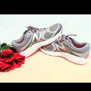 Woman's New Balance 940V3 Athletic Shoe